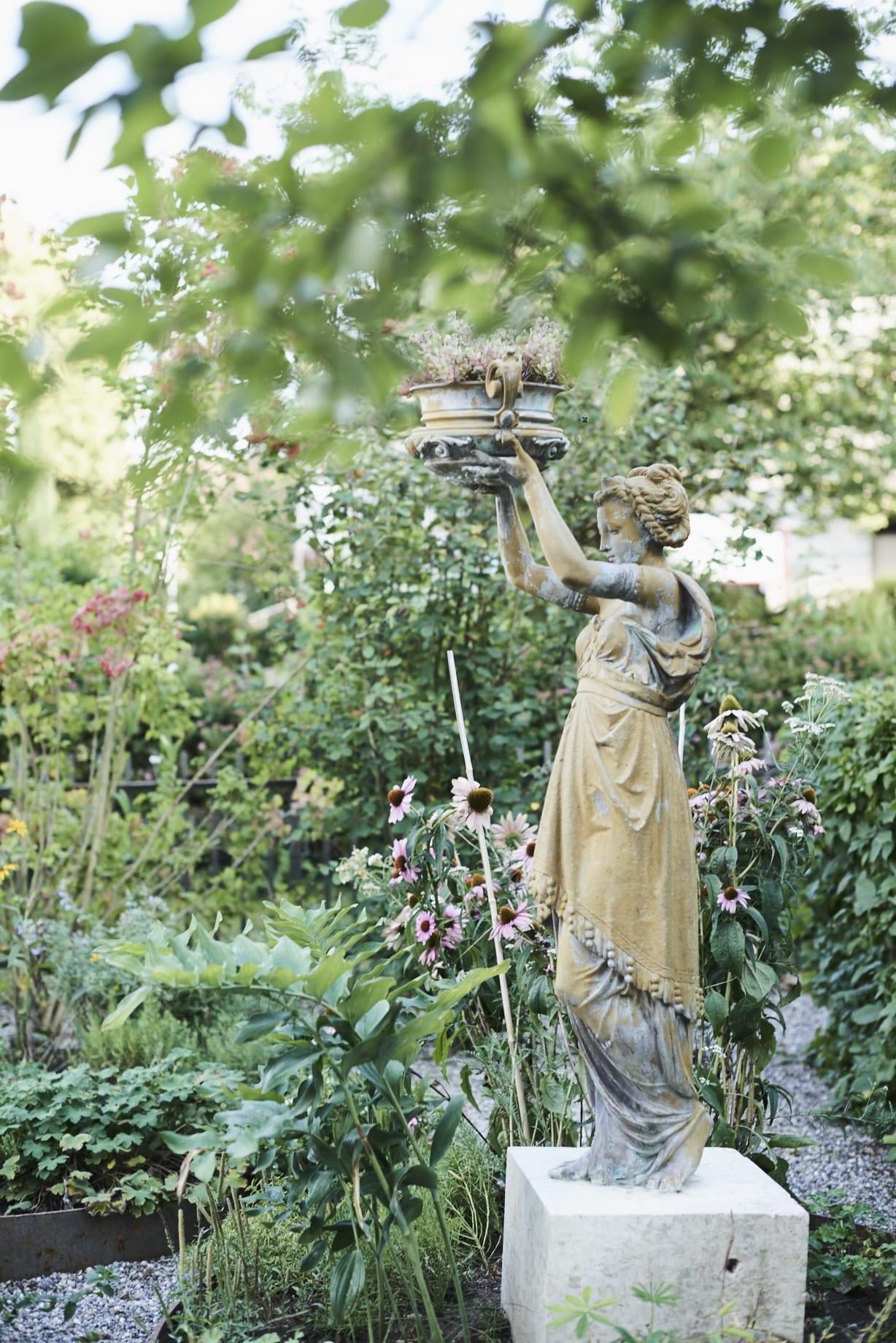 Garten Brittnau, Luzern, Statue / Kunst im Garten, LAND SCHAFFT Landschaftsarchitektur Sursee / Luzern